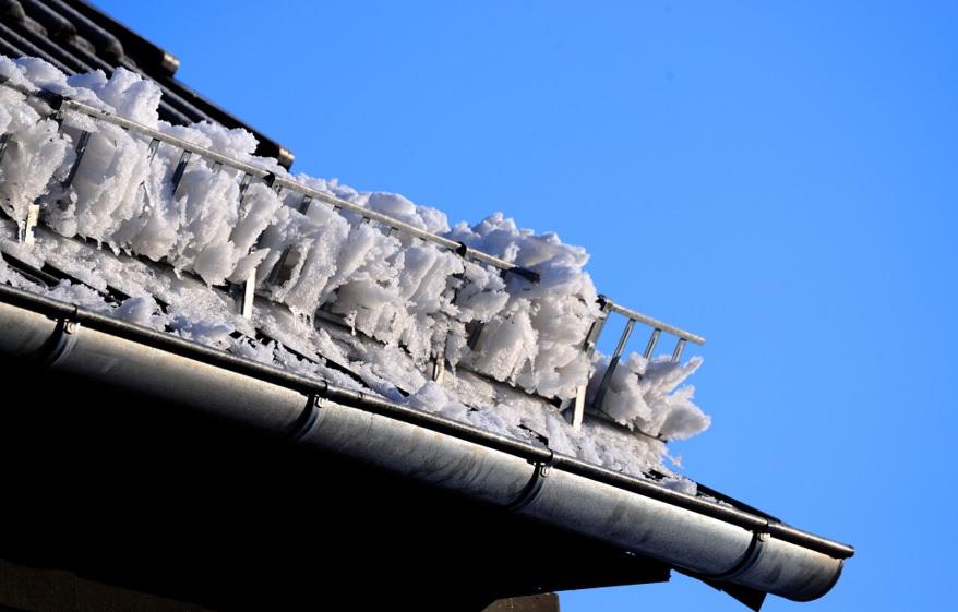 jak-zabezpieczyc-dachprzed-sniegiem