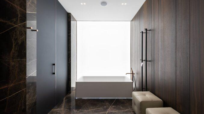 Jak ukryć pralko-suszarkę w łazience?