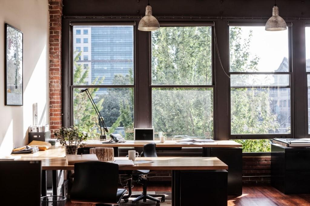 okna-w-biurze